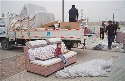 ▲确定房子后,连里安排相关人员送来家具并通上水电。