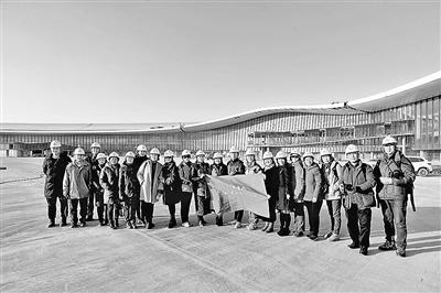 """北京青年报""""青睐""""读者会员走进在建的大兴国际机场 摄影/本报记者 柴程"""