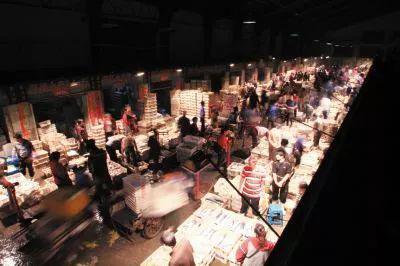 △凌晨三点的黑嘴子市场(资料图)