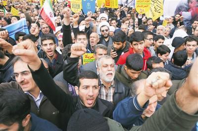 2018年11月4日,在伊朗德黑兰,伊朗民众参加反美集会,纪念占领美使馆39周年。 新华社/美联
