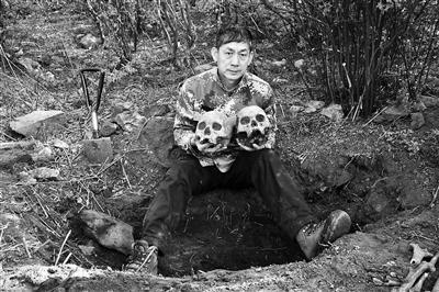 5月7日,杨国庆在黄楼院山地找到两颗头骨,死者疑似日本士兵