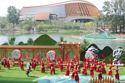 昨日上午,2019年中国北京世界园艺博览会中国国家馆日运动在妫汭剧场隆重举走。现场的文艺外演精彩不凡。