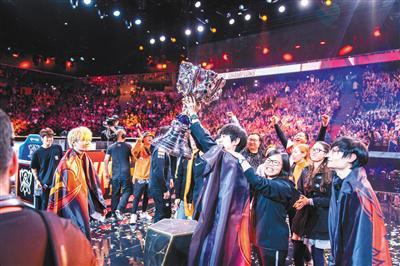 11月10日,FPX成为英雄联盟S9全球总冠军。俱乐部供图