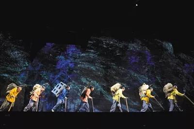 """▲1月6日,四川省峨眉山市高河村,《只有峨眉山》""""云之上""""剧场的演出。"""