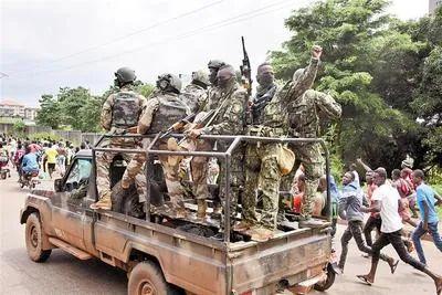 9月5日,人们聚集在几内亚首都科纳克里街头