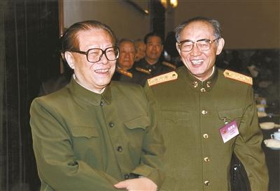 2000年12月,王瑞林同志追随江泽民同志在京西宾馆参添会议。 江志顺 摄