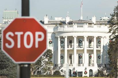 """美参议院去年12月27日下昼短暂复会,未能就预算僵局取得任何挺进,当局片面机构""""停摆""""将不息。图为美国白宫。 均 新华社/法新"""