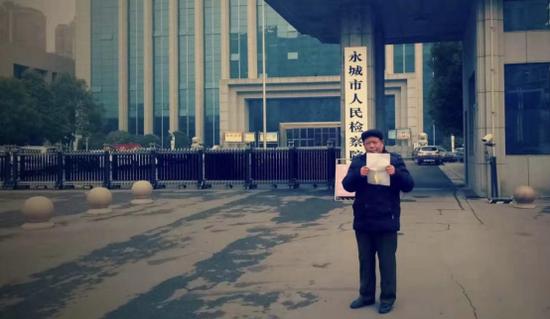 王彬,61岁,河南永城市龙岗镇人,遇难人王丹之父。图/受访者挑供