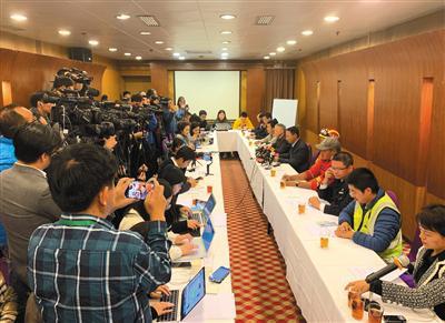 12月2日,广州地铁集团建设总部总经理孙成伟在通气会上称,仍有一名被困者身份不明。新京报记者 蒋鹏峰 摄