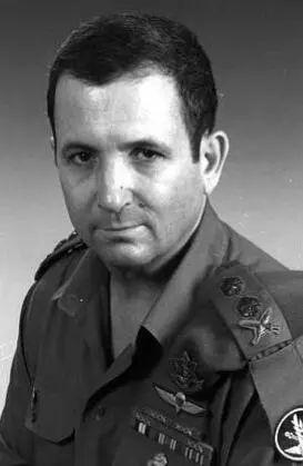 服役时的埃胡德·巴拉克。