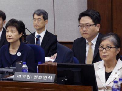 ▲首场公审,朴槿惠与崔顺实并坐,但相互并不理财。图源:新华社。