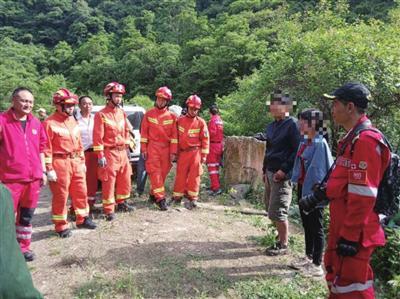 两无票游客绕道进华山被困40小时 多方联手成功救出