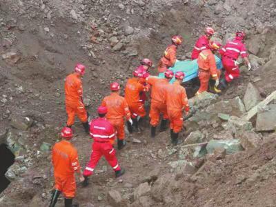 10月9日,在地陷中失踪的一对父子被找到,但均已遇难。