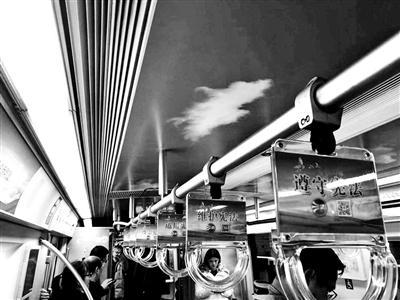 地铁一号线的宪法宣传列车