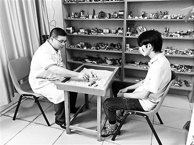 科室设置不同功能的治疗室为患者治疗