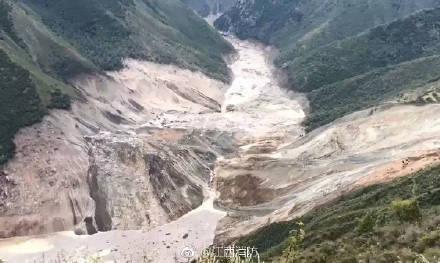 金沙江形成堰塞湖 消防翻3座4500米高山抵近现场