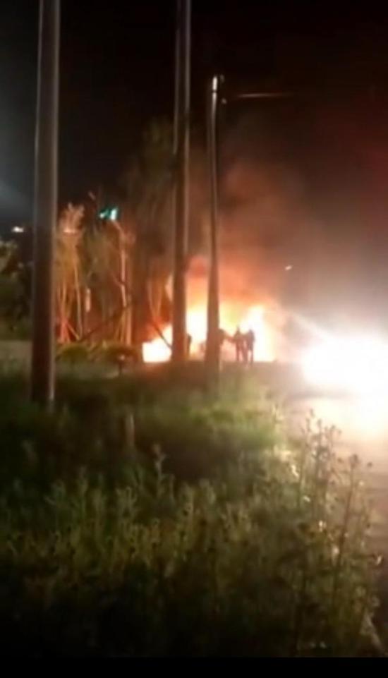 黑龙江青冈县两车相撞燃气熊熊大火 事故导致4人死亡