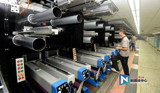 福建恒申集团是目前全球最大、产业链配置最先进的锦纶聚合、纺丝以及氨纶生产企业。叶义斌/摄