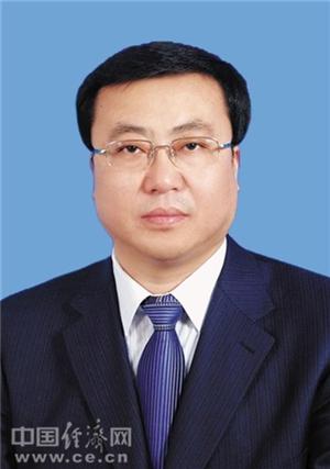张柱任新疆维吾尔自治区党委常委(图1)