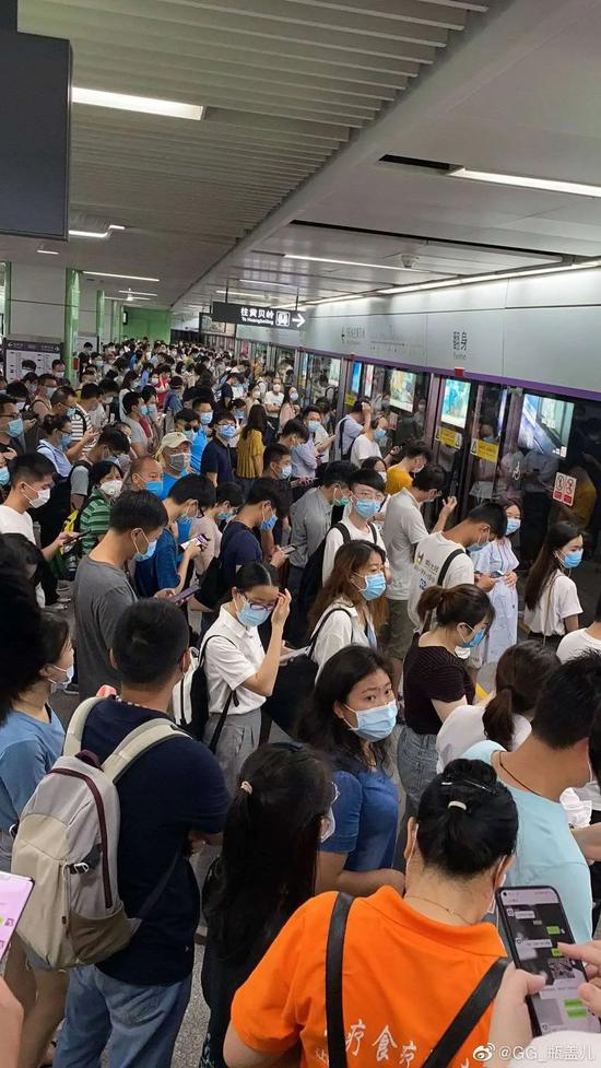 深圳地铁五号线车辆故障:早高峰延误有乘客等半小时