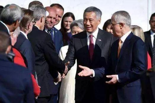 图右二为访澳的新加坡总理李显龙,右一为澳总理特恩布尔
