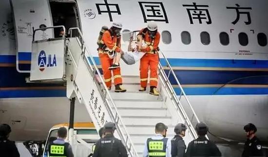 """长春机场2017年""""砺剑-6号""""反劫机应急综合演练画面。"""