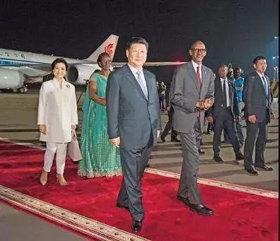 △卢旺达总统到机场接机