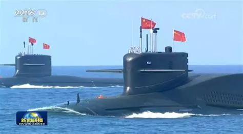 """▲南海受阅时的""""新型战略核潜艇"""""""