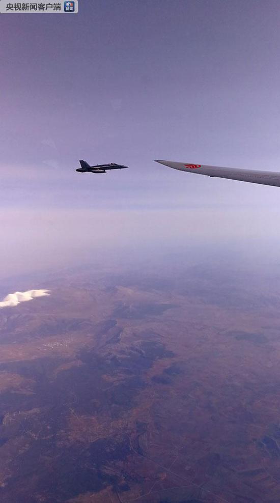 西班牙空军战机为习近平专机护航
