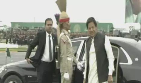 ▲巴基斯坦总理伊姆兰·汗到达阅兵场(图源:《黎明报》)