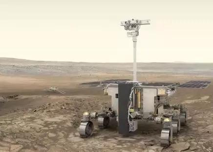 (圖:英國女科學家Rosalind Franklin和以她命名的火星車)