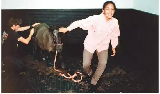 拉莉法的姐姐莎穆萨被捕后被从英国私运出去。图据英国《卫报》