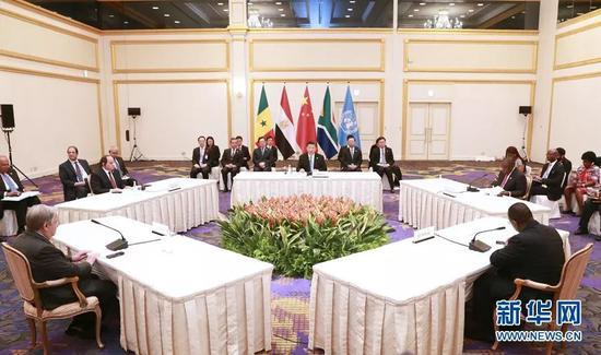 (图:6月28日,国家主席习近平在大阪主持中非领导人会晤。)