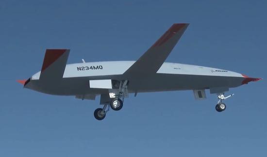波音展示最新舰载加油机试飞情况 起落架可收起