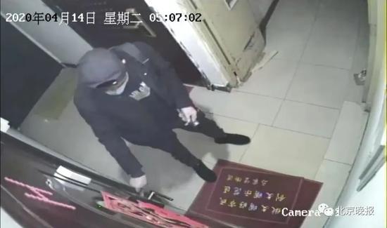 北京男子凌晨连偷仨小区 居民:封闭管理咋进来的