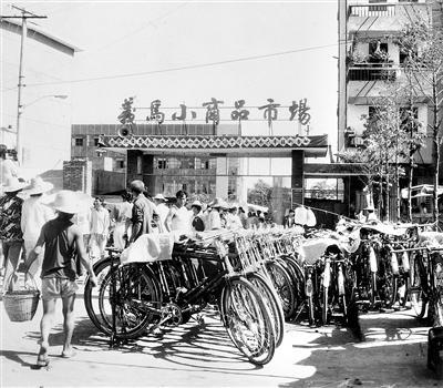 1984年12月6日,义乌新马路幼商品市场建成开业。 (原料图片)