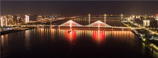 4月14日拍摄的武汉长江二桥附近夜景。新华社记者 才扬 摄