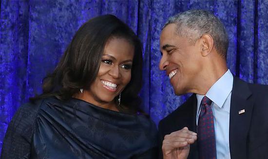 奥巴马和米歇尔在美国国家肖像画廊(盖蒂图片社)