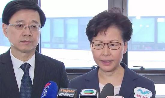 香港特区行政长官林郑月娥和保安局局长李家超探望受伤警员并强烈谴责违法暴力行为