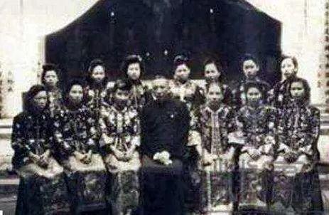 ▲杨森和他的姨太太们
