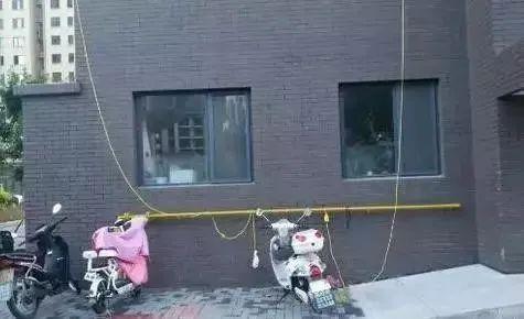 """电动自行车""""飞线充电""""。图源:网络"""