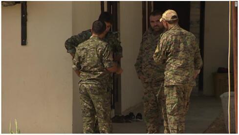 (库尔德武装守卫着叙北部美军基地图源:CNN)