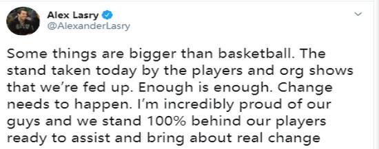 雄鹿队高级副总裁亚历克斯·拉里推特截图