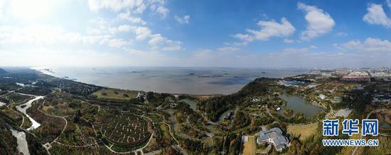 这是江苏南通五山及沿江地区景色(2020年11月13日摄,无人机照片)。新华社记者 季春鹏 摄