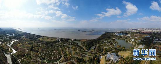 这是江苏南通五山及沿江地区景色(2020年11月13日摄,无人机照片)。 新华社记者 季春鹏 摄