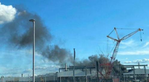 特斯拉在加州的弗里蒙特工廠發生火災(社交媒體)