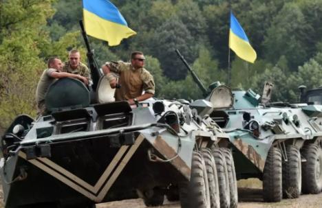在乌东地区集结的乌军装甲部队。来源:france24