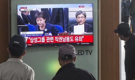 ▲韩国电视台报道朴槿惠案一审审判。