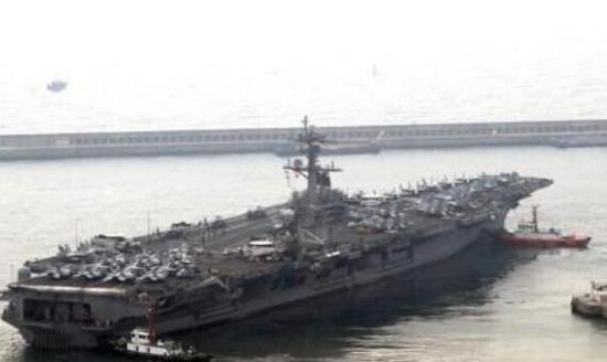 """曾参添""""鹞鹰""""韩美联演的""""卡尔·文森""""号核动力航空母舰。(韩联社)"""