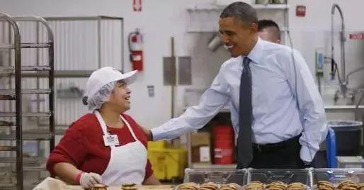 奥巴马称赞Costco员工服务周到。
